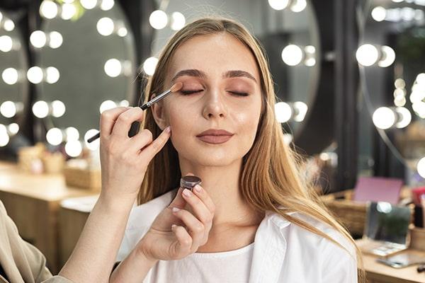 Make up min - اشتباهاتی که شما را مسنتر از سنتان نشان میدهد