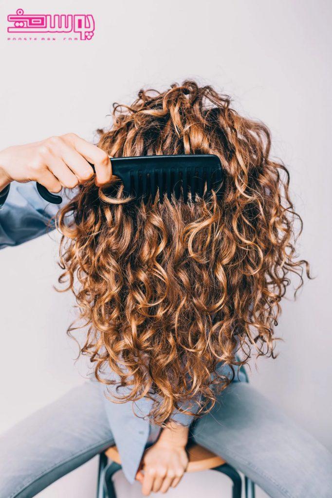 شانه کردن موی فر